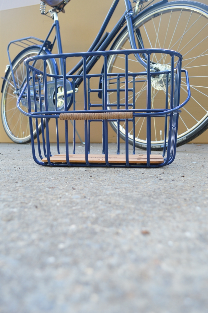 Brooks Hoxton Wire basket in framecolor